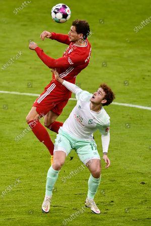 Bayern Munich's Leon Goretzka (L) in action against Bremen's Josh Sargent (R) during the German Bundesliga soccer match between FC Bayern Munich and SV Werder Bremen in Munich, Germany, 21 November 2020.