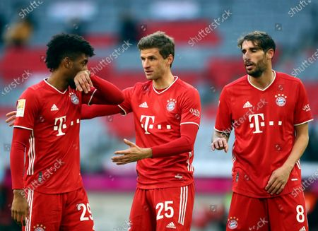 Bayern's Thomas Muller, centre, speaks with Kingsley Coman, left, and Javi Martinez during the German Bundesliga soccer match between FC Bayern Munich and SV Werder Bremen in Munich, Germany