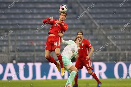 Leon Goretzka (C) of Bayern Munich battles for the ball during the German Bundesliga soccer match between FC Bayern Munich and SV Werder Bremen at Allianz Arena in Munich, Germany, 21 November 2020.