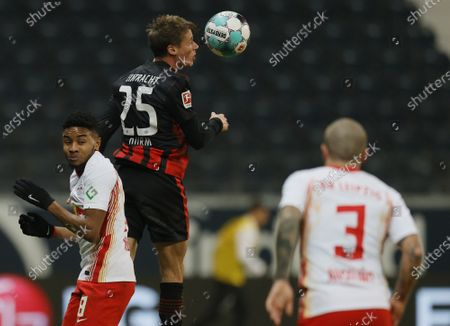 Leipzig's Amadou Haidara (L) in action against Frankfurt's Erik Durm (C) during the German Bundesliga soccer match between SG Eintracht Frankfurt and RB Leipzig in Frankfurt, Germany, 21 November 2020.