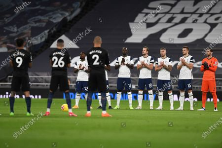 Players of Manchester City (front L) and Tottenham (back) applaud in memory of late England goalkeeper Ray Clemence, who died on 15 November, ahead of the the English Premier League soccer match between Tottenham Hotspur and Manchester City in London, Britain, 21 November 2020.