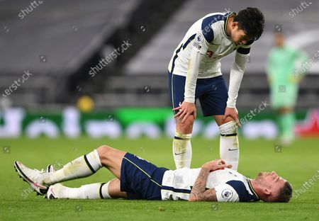 Son Heung-min (up) of Tottenham looks after teammate Toby Alderweireld (bottom) during the English Premier League soccer match between Tottenham Hotspur and Manchester City in London, Britain, 21 November 2020.