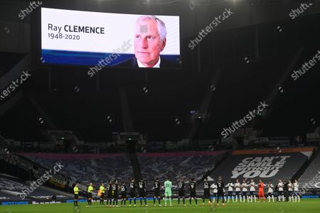 Players of Manchester City (L) and Tottenham (R) applaud in memory of late England goalkeeper Ray Clemence, who died on 15 November, ahead of the the English Premier League soccer match between Tottenham Hotspur and Manchester City in London, Britain, 21 November 2020.