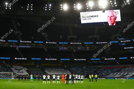 Players of Manchester City (back L) and Tottenham (front) applaud in memory of late England goalkeeper Ray Clemence, who died on 15 November, ahead of the English Premier League soccer match between Tottenham Hotspur and Manchester City in London, Britain, 21 November 2020.