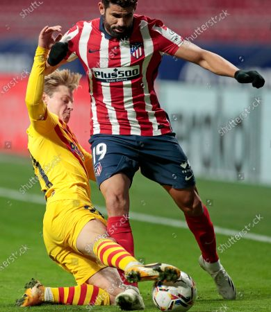Barcelona's Frenkie de Jong, left, challenges Atletico Madrid's Diego Costa during the Spanish La Liga soccer match between Atletico Madrid and FC Barcelona at the Wanda Metropolitano stadium in Madrid, Spain