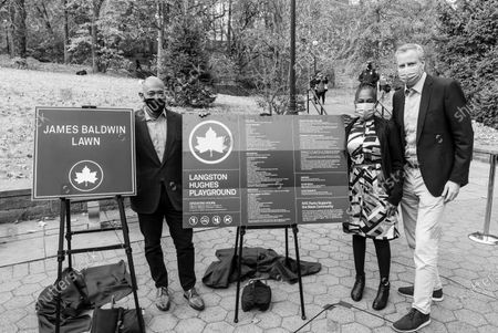 Mitchell Silver, Chirlane McCray, mayor Bill de Blasio participate in parks naming at St. Nicholas Park. Lawn in the park has been named after James Baldwin and playground after Langston Hughes. This image was converted into balck and white from original color.