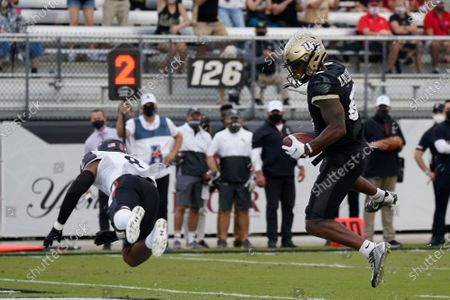 Central Florida wide receiver Marlon Williams, right, catches a touchdown pass in front of Cincinnati linebacker Jarell White (8) during the first half of an NCAA college football game, in Orlando, Fla