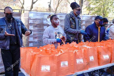 Stock Photo of Tracy Morgan (L), Edward Barlanga, Food Bank For New York City, and Council Member Robert E. Cornegy Jr. distribute turkeys to Brooklyn families during the Thanksgiving celebration.