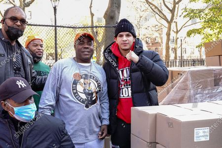 Tracy Morgan (L), Edward Barlanga, Food Bank For New York City, and Council Member Robert E. Cornegy Jr. distribute turkeys to Brooklyn families during the Thanksgiving celebration.