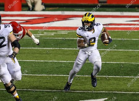 Michigan Wolverines running back Chris Evans (9) looks for some running room during an NCAA football game between the Michigan Wolverines and the Rutgers Scarlet Knights at SHI Stadium in Piscataway, NJ