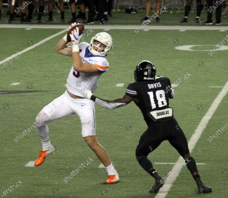 Boise State Broncos tight end Riley Smith #3 hauls in a pass in front of Hawaii Rainbow Warriors defensive back Cortez Davis #18during a game between the Hawaii Rainbow Warriors and the Boise State Broncos at Aloha Stadium in Honolulu, HI - Michael Sullivan/CSM