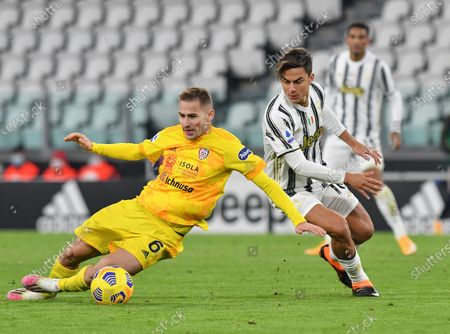 FC Juventus' Paulo Dybala (R) vies with Cagliari's Marko Rog during a Serie A football match between FC Juventus and Cagliari in Turin, Italy, Nov. 21, 2020.
