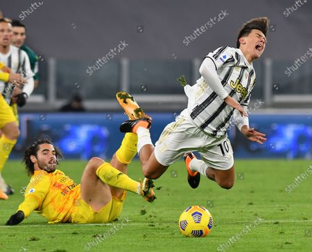 FC Juventus' Paulo Dybala (R) vies with Cagliari's Riccardo Sottil during a Serie A football match between FC Juventus and Cagliari in Turin, Italy, Nov. 21, 2020.