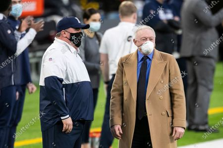 Dallas Cowboys owner Jerry Jones, right, talks to head coach Mike McCarthy before the start of an NFL football game against the Minnesota Vikings, in Minneapolis