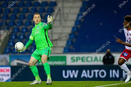 Genk's goalkeeper Daniel Danny Vukovic pictured in action during a soccer match between KRC Genk and RE Mouscron, Sunday 22 November 2020 in Genk, on day 13 of the 'Jupiler Pro League' first division of the Belgian championship.