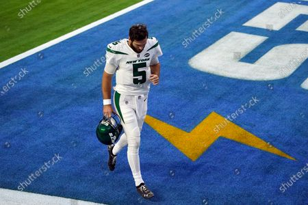 New York Jets quarterback Joe Flacco (5) walks off the field after a loss to to the Los Angeles Chargers during an NFL football game, in Inglewood, Calif