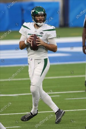 New York Jets quarterback Joe Flacco (5) looks for an open receiver during an NFL football game against the Los Angeles Chargers, in Inglewood, Calif