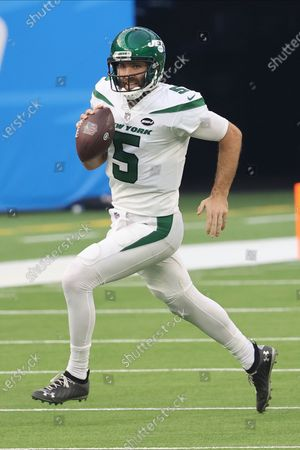 New York Jets quarterback Joe Flacco (5) scrambles with the ball during an NFL football game against the Los Angeles Chargers, in Inglewood, Calif