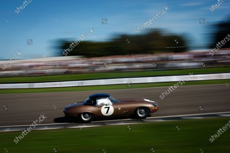 2016 Goodwood Revival Meeting. Goodwood Estate, West Sussex, England.  9th - 11th September 2016 RAC TT Celebration Jackie Oliver and John Young, Jaguar E-type. World Copyright: Will Elliott / LAT Photographic.  Reference: _DG27834