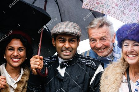 2016 Goodwood Revival Meeting. Goodwood Estate, West Sussex, England.  Saturday 10 September 2016 Karun Chandhok and Tony Jardine posing for fan photos.  World Copyright: Will Elliott / LAT Photographic.  Reference: _DG27015