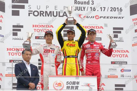 2016 Japanese Formula 3 Championship Fuji, Japan. 16th - 17th July 2016. Rd 9 & 10. Rd.9 Winner Jann Mardenborough ( #22 B-MAX NDDP F3 ) 2nd position Sho Tsuboi ( #37 ZENT TOM'S F314 ) 3rd position Tadasuke Makino ( #12 TODA FIGHTEX ) podium, portrait. World Copyright : Yasushi Ishihara/LAT Photographic Ref : 2016JF3_R9&10_005