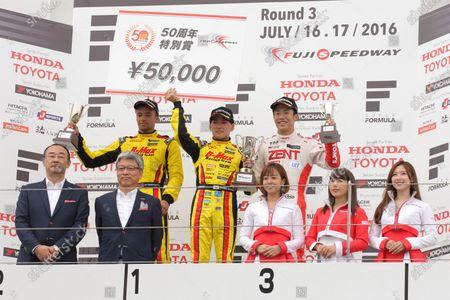 2016 Japanese Formula 3 Championship Fuji, Japan. 16th - 17th July 2016. Rd 9 & 10. Rd.10 Winner Katsumasa Chiyo ( #23 B-MAX NDDP F3 ) 2nd position Jann Mardenborough ( #22 B-MAX NDDP F3 ) 3rd position Sho Tsuboi ( #37 ZENT TOM'S F314 ) podium, portrait. World Copyright : Yasushi Ishihara/LAT Photographic Ref : 2016JF3_R9&10_011