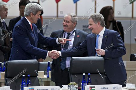 United States Secretary of State John Kerry, left, talks to Sauli Niinisto, Finland's president, right, and Nasser Judeh, Jordan's minister of foreign affairs, center, during a closing session at the Nuclear Security Summit in Washington, D.C., U.S.,. After a spate of terrorist attacks from Europe to Africa, U.S. President Barack Obama is rallying international support during the summit for an effort to keep Islamic State and similar groups from obtaining nuclear material and other weapons of mass destruction.