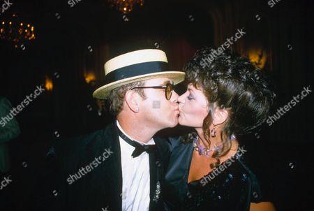 ELTON JOHN KISSING WIFE RENATE BLAUEL