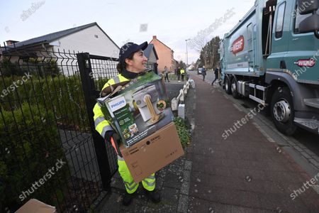 Flemish Minister of Environment, Energy, Tourism and Justice Zuhal Demir pictured during the waste collection in Wespelaar, Tuesday 24 November 2020.