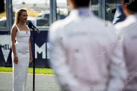 Albert Park, Melbourne, Australia. Sunday 20 March 2016. Singer Samantha Jade performs the Australian National Anthem. World Copyright: Zak Mauger/LAT Photographic