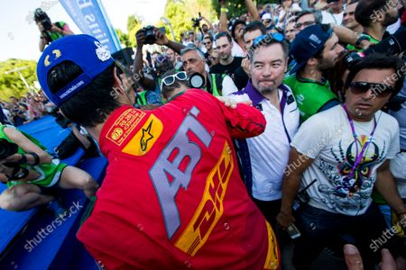 2015/2016 FIA Formula E Championship. Buenos Aires ePrix, Buenos Aires, Argentina. Saturday 6 February 2016. Lucas Di Grassi (BRA), ABT Audi Sport FE01 and Alex Tai (Virgin Racing) Photo: Zak Mauger/LAT/Formula E