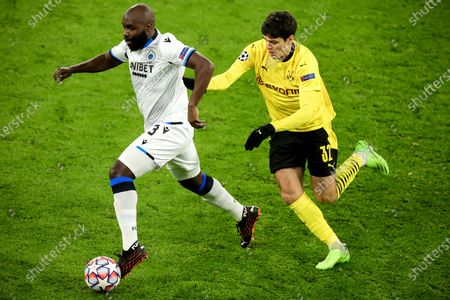 Brugge's Eder Balanta (L) in action against Dortmund's Giovanni Reyna (R) during the UEFA Champions League group F soccer match between Borussia Dortmund and Club Brugge in Dortmund, Germany, 24 November 2020.