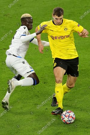 Brugge's Krepin Diatta (L) in action against Dortmund's Thomas Meunier (R) during the UEFA Champions League group F soccer match between Borussia Dortmund and Club Brugge in Dortmund, Germany, 24 November 2020.