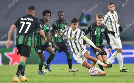 Juventus' Paulo Dybala (C) in action during the UEFA Champions League group G soccer match Juventus FC vs Ferencvaros at the Allianz stadium in Turin, Italy, 24 November 2020.