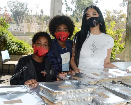 Kimora Lee Simmons and her kids serve a Thanksgiving feast to residents of Skid Row Housing Trust's Star Apartments