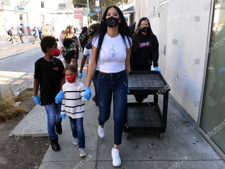 Editorial photo of Kimora Lee Simmons and her 5 children hand out Thanksgiving meals to the homeless, Los Angeles, USA - 24 Nov 2020