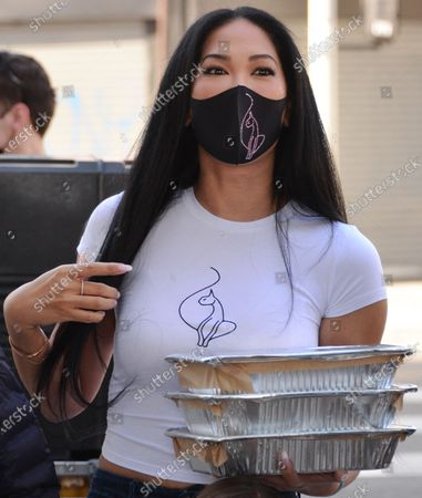 Kimora Lee Simmons hands out Thanksgiving meals to homeless residents of Skid Row's Housing Trust's Star Apartments
