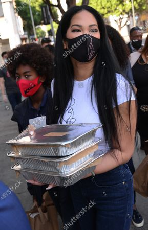 Editorial image of Kimora Lee Simmons and her 5 children hand out Thanksgiving meals to the homeless, Los Angeles, USA - 24 Nov 2020