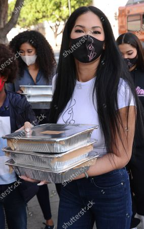 Aoki Lee Simmons, Kimora Lee Simmons, and Ming Lee Simmons hand out Thanksgiving meals to homeless residents of Skid Row's Housing Trust's Star Apartments