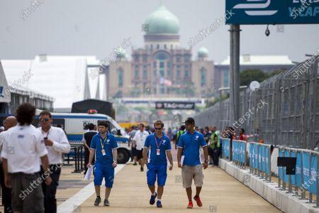 2015/2016 FIA Formula E Championship. Putrajaya ePrix, Putrajaya, Malaysia. Friday 6 November 2015. Jarno Trulli and Vitantonio Liuzzi (ITA), Trulli Formula E Team - Spark SRT_01E. Photo: Zak Mauger/LAT/Formula E