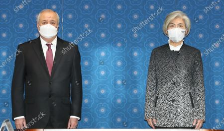 South Korean Foreign Minister Kang Kyung-wha (R) and her Uzbek counterpart, Abdulaziz Kamilov (L) pose for a photo prior to their meeting at the foreign ministry in Seoul, South Korea, 25 November 2020.