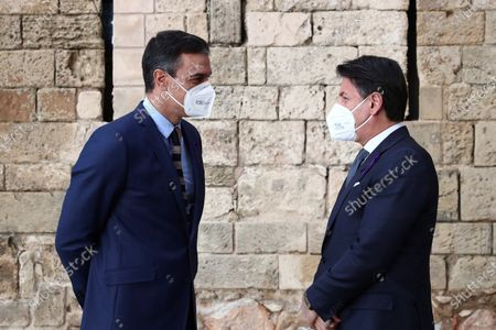 A handout photo made available by the Spanish Prime Minister's Office shows Spanish Prime Minister Pedro Sanchez (L) and Italian President Giuseppe Conte (R) talking during the 14th Italian-Spanish summit at Almudaina Palace in Palma de Mallorca, Spain, 25 November 2020, where they are both chairing the 14th Italian-Spanish Summit to reinforce the alliances amongst both countries and to defend their common goals within the European Union.