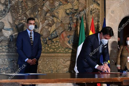 A handout photo made available by the Spanish Prime Minister's Office shows Spanish Prime Minister Pedro Sanchez (R) and Italian President Giuseppe Conte (L) during the 14th Italian-Spanish summit at Almudaina Palace in Palma de Mallorca, Spain, 25 November 2020, where they are both chairing the 14th Italian-Spanish Summit to reinforce the alliances amongst both countries and to defend their common goals within the European Union.