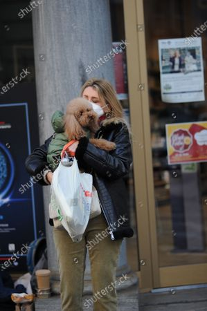 "Elena Barolo walks through the streets of the center with her inseparable little dog, a ""toy"" called Wisky, before returning home a stop at the pharmacy."