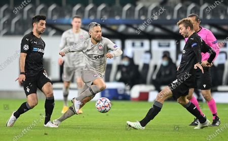 Moenchengladbach's Lars Stindl (L) and Moenchengladbach's Christoph Kramer (R) in action against Shaktar's Marlos (C) during the UEFA Champions League group B soccer match between Borussia Moenchengladbach and Shakhtar Donetsk in Moenchengladbach, Germany, 25 November 2020.
