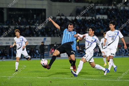 (L-R) Leandro Damiao (Frontale), Gen Shoji (Gamba) - Football / Soccer : 2020 J1 League match between Kawasaki Frontale 5-0 Gamba Osaka at Kawasaki Todoroki Stadium, Kanagawa, Japan.