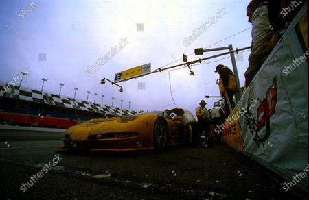 2001 Rolex Daytona 24 Hours Grand Am Series. Daytona International Speedway, Daytona Beach, Florida, USA. 3rd - 4th February 2001. Rd 1.  Johnny O'Connell/Ron Fellows/Chris Kneifel/Franck Freon (Chevrolet Corvette C5-R), 1st position, pit stop action.  World Copyright: ?F.Peirce Williams / LAT USA. Ref:  fpw-2vette-finalstop.jpg
