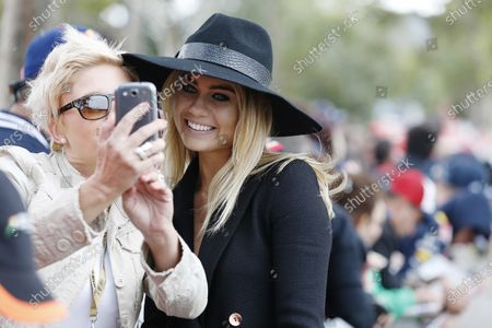 Albert Park, Melbourne, Australia. Sunday 15 March 2015. Elyse Knowles poses for a photo with a fan. World Copyright: Alastair Staley/LAT Photographic.