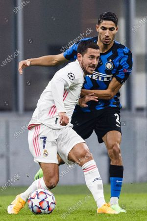 Eden Hazard of Real Madrid (L) is chased by Achraf Hakimi of Internazionale (R)