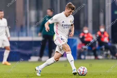 Toni Kroos of Real Madrid passes the ball